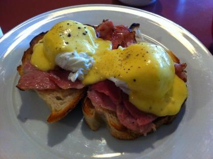 Eggs Benedict: Poached eggs, ham/salmon and sauce