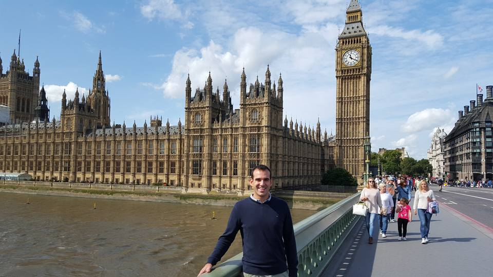 The hardest part about taking pictures with Big Ben is trying to minimise the number of other tourists in the background